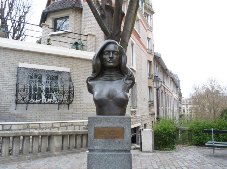 Paris: Street by Street – Place Dalida